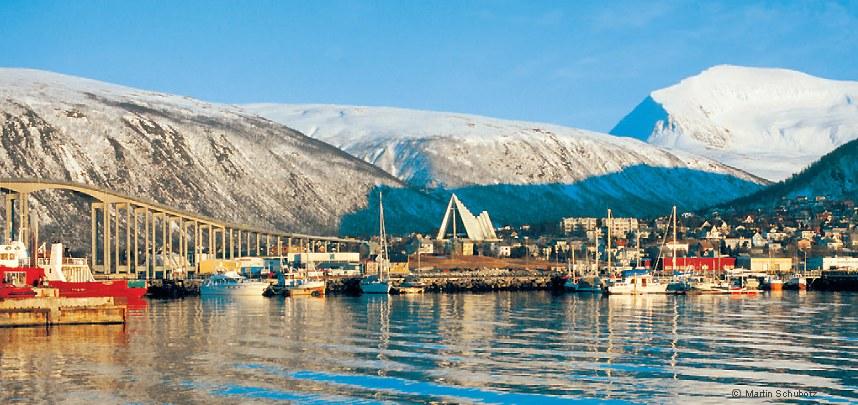 Schiffe im Hafen von Tromsö | Panoramakalender NORWEGEN mit ...: www.norwegen-insider.de/nordische-kalender/norwegen-panorama/foto...